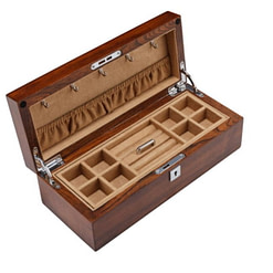 Vue de 3/4 de la boîte en bois brut (ouverte)