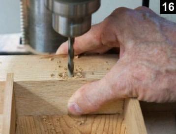 Perçage de la paroi de la boîte à bijoux pour y installer les pivots