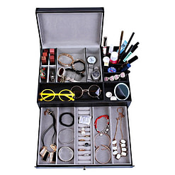 Vue de dessus de la boîte à bijoux en cuir tendance (tous compartiments ouverts, avec bijoux)