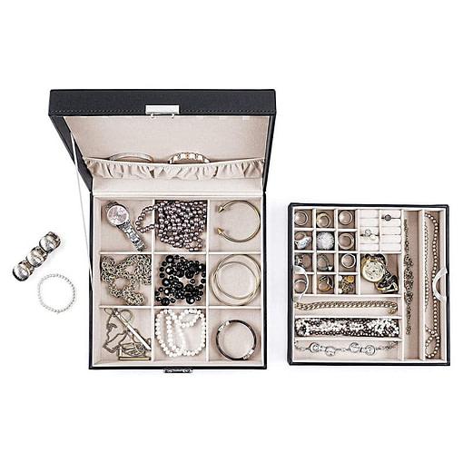 Vue de dessus de la boîte à bijoux en cuir carrée, ouverte avec plateau déposé