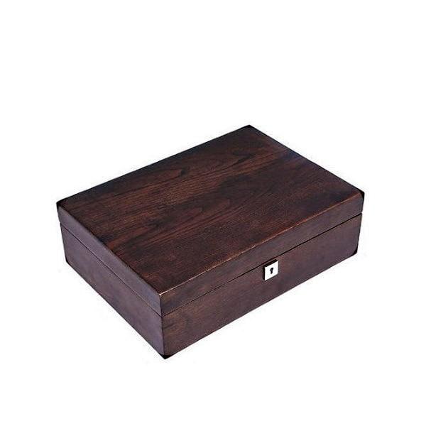 Vue de 3/4 de la boîte à bijoux en bois compartimentée (fermée)