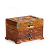 Vue de 3/4 de la boîte à bijoux en bois massif (fermée)