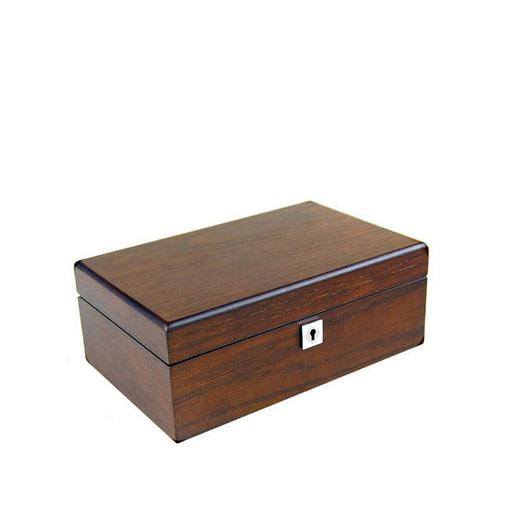 Vue de 3/4 de la boîte en bois de luxe (fermée)