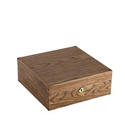 Vue de 3/4 de la boîte à bijoux en bois carrée (fermée)