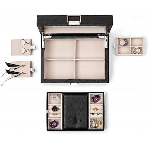Vue aérienne présentant tous les compartiments de la boîte à bijoux en cuir de luxe