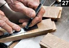 Les lignes des côtés de la variante de la boîte à bijoux en bois rectangulaire sont dessinées