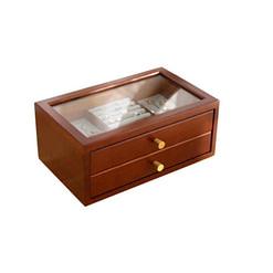 Vue de 3/4 de la boîte en bois avec tiroirs (fermée)