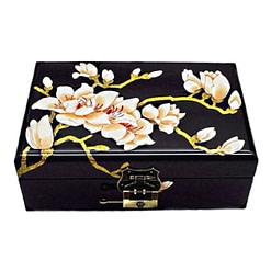 Dessus de la boîte représentant les fleurs blanches d'un prunier