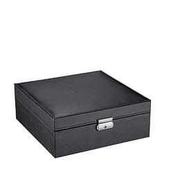 Vue de 3/4 de la boîte à bijoux en cuir carrée (fermée)