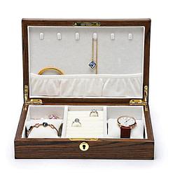 Vue de face de la boîte à bijoux bois bagues et montres (ouverte)