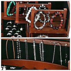 Collage de 2 photos présentant les rangements de la grande boîte à bijoux en bois à compartiments