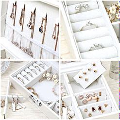 collage de 4 photos des compartiments de la boîte à bijoux femme cuir blanc