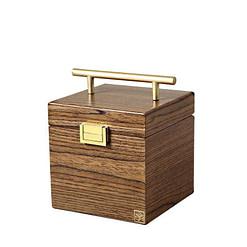 Vue de 3/4 de la boîte à bijoux en bois 'petit cube' (fermée)