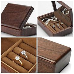 Collage de 4 photos de détails de la boîte à bijoux en bois de voyage