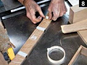 Test d'assemblage des premières coupes effectuées sur la boîte à bijoux en bois rectangulaire