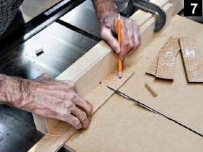 Suite de la première coupe de planche sur la table à scier