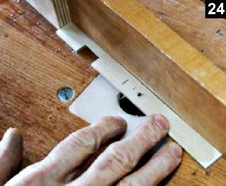 Positionnement du curseur sur le couvercle de la boîte à bijoux en bois plaqué