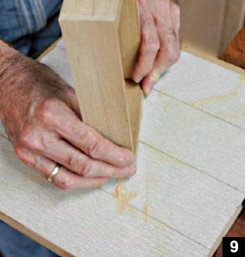 """Les planches sont poncées sur un outil fait """"maison"""""""