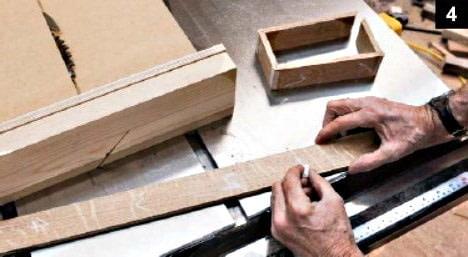 Marquage d'une planche boîte à bijoux en bois rectangulaire avant découpe