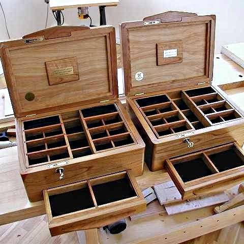 2 boîtes terminées sont présentées