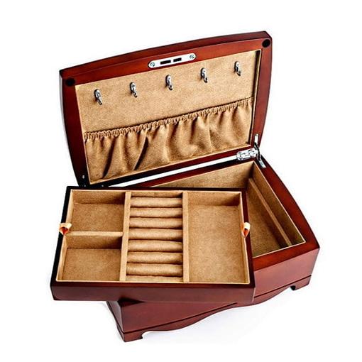 La boîte à bijoux en bois vintage est ouverte (vide) et son plateau déposé