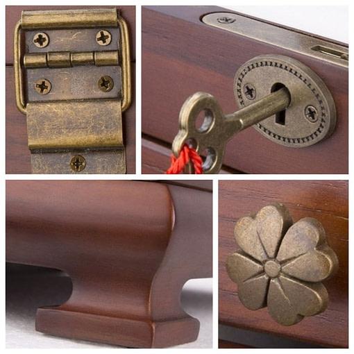 collage de 4 photos : charnière, fermoir, pied & poignée de la boîte ancienne