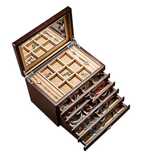 Vue de dessus de la grande boîte à bijoux en bois à 6 tiroirs (ouverte, avec bijoux)
