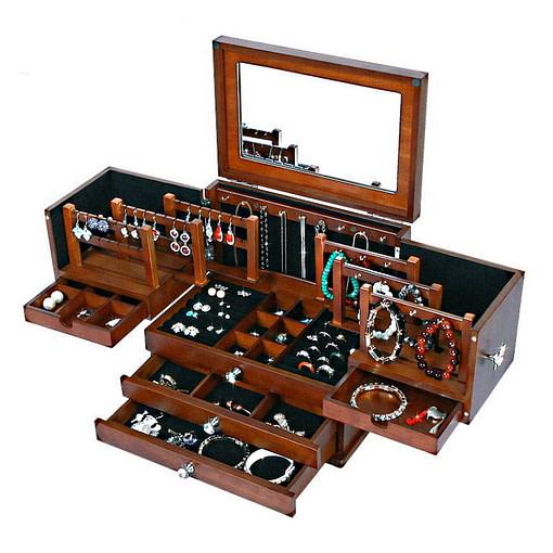 Vue de 3/4 de la grande boîte à bijoux en bois à compartiments (ouverte, avec bijoux)