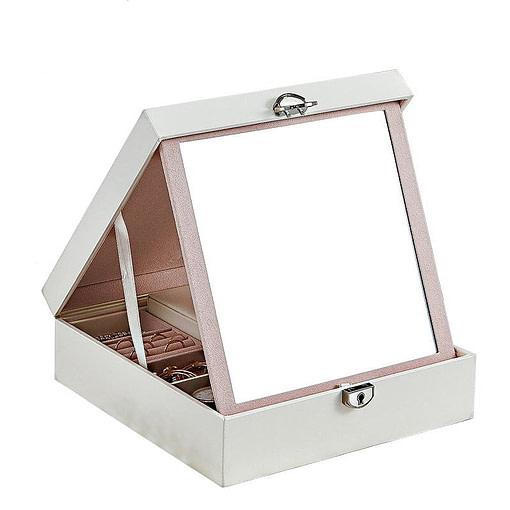 Vue de 3/4 de la boîte à bijoux simili cuir blanc ouverte (miroir déployé)