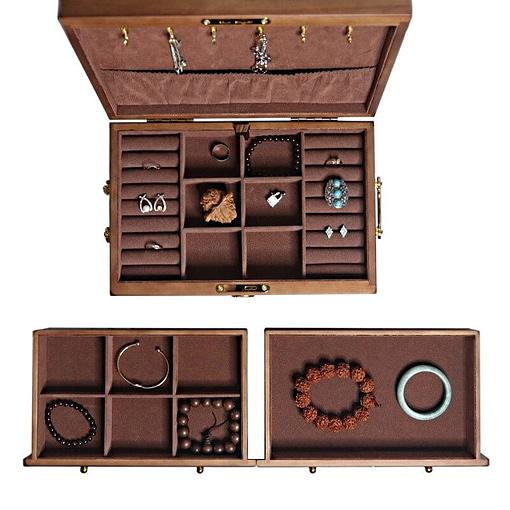 Vue des compartiments de la boîte à bijoux en bois des artisans