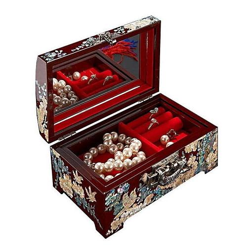 Vue de 3/4 du coffret à bijoux original 'oiseaux' (ouverte avec bijoux apparents)