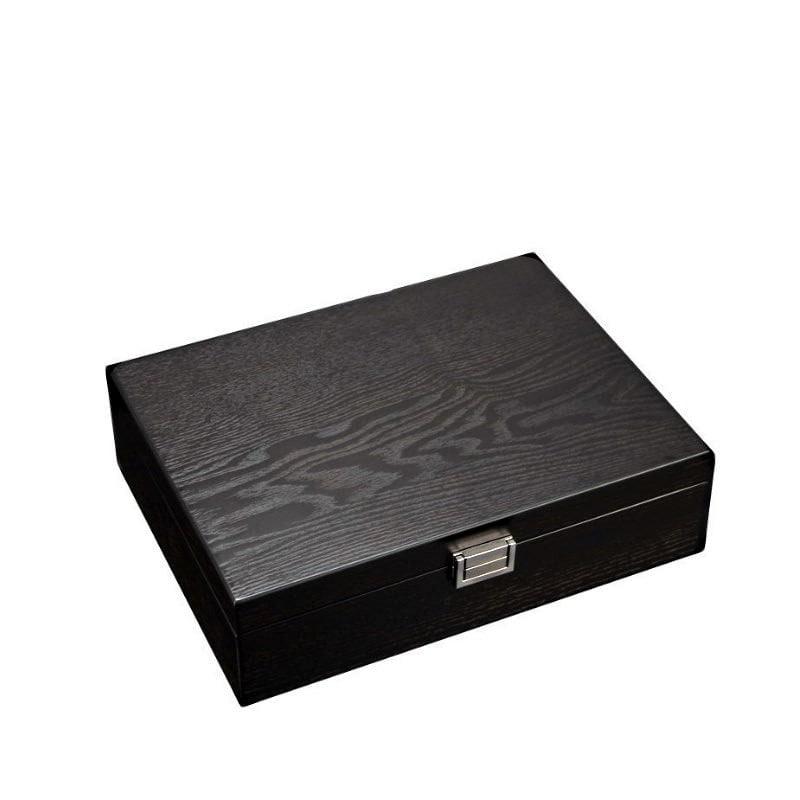 Vue de 3/4 de la boîte à bijoux en bois fait main (fermée)