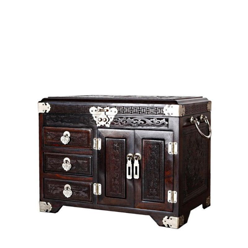 Vue de 3/4 de la grande boîte à bijoux en bois artisanale (fermée)