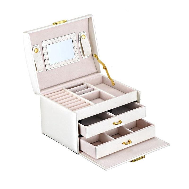 Vue de 3/4 de la boîte à bijoux en cuir blanc (ouverte)
