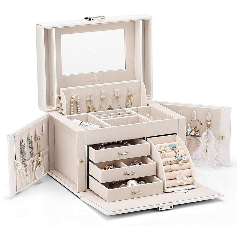 Vue de 3/4 de la boîte à bijoux en cuir blanc 3 tiroirs et porte-bagues (ouverte)
