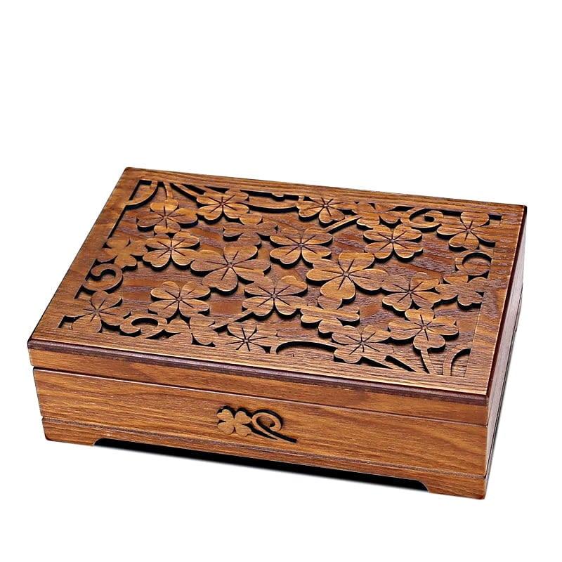 Vue de 3/4 de la boîte à bijoux en bois fleurs (fermée)