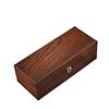 Vue de 3/4 de la boîte en bois brut (fermée)