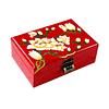Vue de 3/4 du dessus de la boîte représentant les fleurs blanches d'un prunier rouge