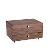 Vue de 3/4 de la boîte à bijoux en bois originale (refermée)
