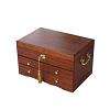 Vue de 3/4 de la boîte à bijoux en bois des artisans (fermée)