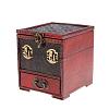 Vue de 3/4 du coffret à bijoux original rouge (fermé)