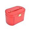 Vue de 3/4 de la grande boîte à bijoux en cuir rouge ovale (fermée)