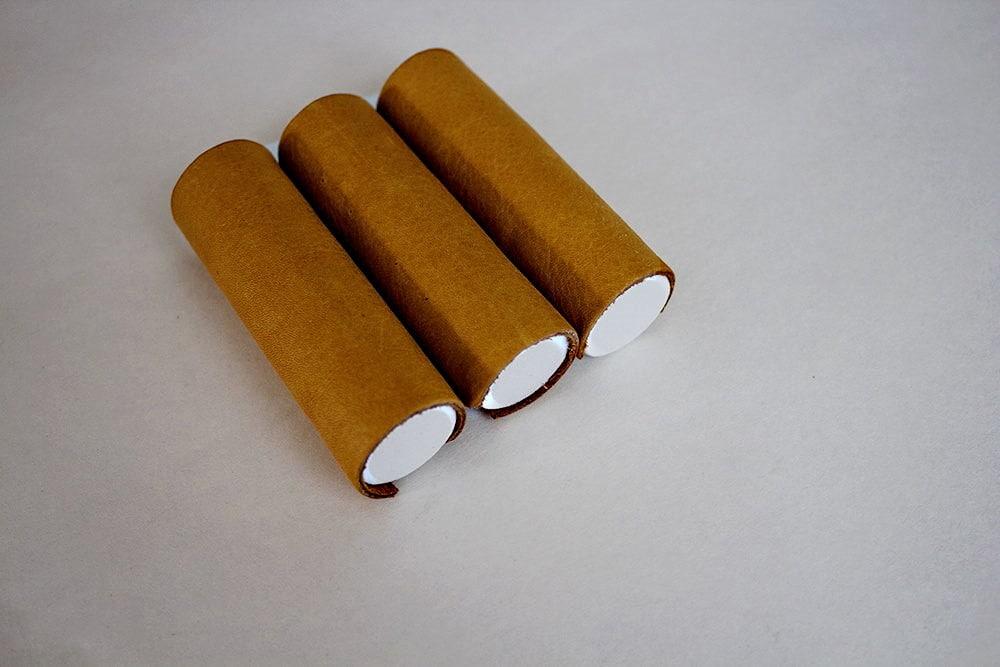 """cylindres en mousse de la boîte à bijoux """"cigares"""" (recouverts de cuir)"""