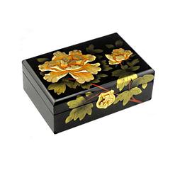 Vue de 3/4 du dessus de la boîte représentant 2 fleurs de pivoine jaune