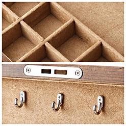 Collage de 2 photos détaillant l'intérieur de la boîte à bijoux en bois à 2 tiroirs