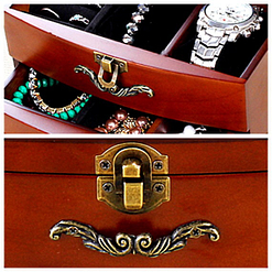Collage de 2 photos détaillant les tiroirs et la serrure de la boîte ancienne