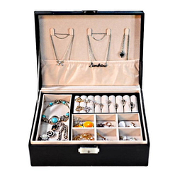 Vue de face de la boîte à bijoux aspect cuir (ouverte et remplie de bijoux)