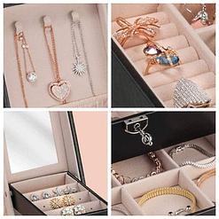 Collage de 4 photos détaillant l'intérieur du coffret : crochets, porte-bagues, miroir et compartiments