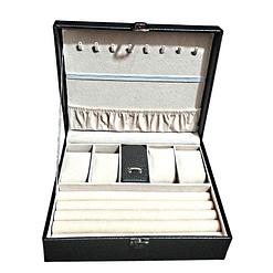 Vue de face de la boîte à bijoux en cuir imitation croco (ouverte, sans bijoux)