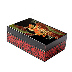 Vue de 3/4 arrière de la boîte à bijoux originale 'fleurs de nénuphar'